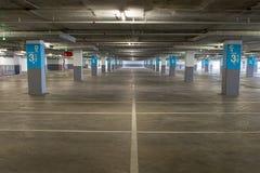 Lege ondergrondse parkerenachtergrond met exemplaarruimte Royalty-vrije Stock Fotografie