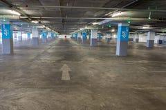 Lege ondergrondse parkerenachtergrond met exemplaarruimte Royalty-vrije Stock Foto's