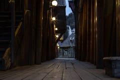 Lege oude middeleeuwse stegen in Bryggen in Bergen in Noorwegen vroege I royalty-vrije stock afbeeldingen