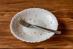 Lege plaat van voedsel na maaltijd op een houten lijst Royalty-vrije Stock Fotografie