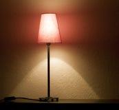 Lege plank en lamp Royalty-vrije Stock Afbeeldingen