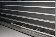 Lege plank in kruidenierswinkelopslag Stock Foto's
