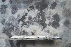 Lege plank met Cementvloer met de plons van de motorolie Stock Afbeeldingen