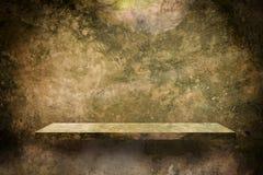 Lege plank met de vuile oppervlakte van het moscement Royalty-vrije Stock Afbeelding