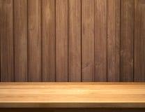 Lege plank op houten plankmuur Stock Foto