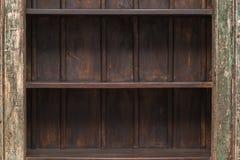Lege plank op houten plankmuur Stock Foto's