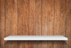 Lege plank op oude houten achtergrond Stock Foto's