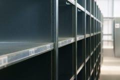 Lege Planken uit - van - voorraad Stock Foto's