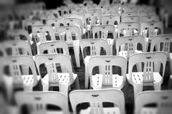 Lege plastic stoelen Royalty-vrije Stock Fotografie