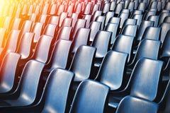 Lege Plastic Stoelen bij het Stadion Royalty-vrije Stock Afbeelding