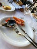 Lege platen met resten van voedsel na de lunch Stock Fotografie