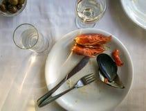 Lege platen met resten van voedsel na de lunch Royalty-vrije Stock Foto's
