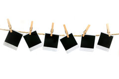 Lege Polaroidcamera's die zonder Schaduwen hangen Stock Fotografie
