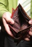 Lege portefeuille in mannelijke handen - slechte economie Stock Afbeeldingen