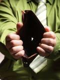 Lege portefeuille in mannelijke handen - slechte economie Royalty-vrije Stock Afbeelding