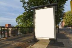 Lege reclamespot omhoog in een bushalte Stock Foto's