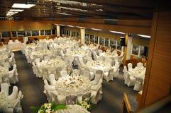 Lege Restaurant, lijst en stoelen Royalty-vrije Stock Foto's