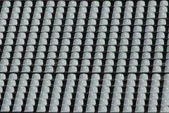 Lege rijen van grijze stadionzetels Stock Foto's