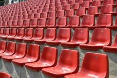 Lege rode stoelen Stock Foto's
