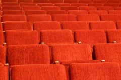Lege rode zetels van het auditorium Stock Afbeelding