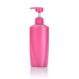Lege roze plastic die pompfles voor shampoo of zeep wordt gebruikt studio Stock Afbeelding