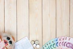 Lege ruimte met geld en het bankboekje van de besparingsrekening, Boekbank st Stock Afbeeldingen