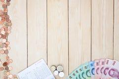Lege ruimte met geld en het bankboekje van de besparingsrekening, Boekbank st Stock Afbeelding