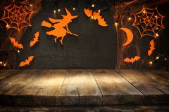 Lege rustieke lijst voor Halloween-vakantieachtergrond Klaar voor de montering van de productvertoning Stock Foto