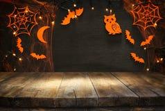 Lege rustieke lijst voor Halloween-vakantieachtergrond Klaar voor de montering van de productvertoning Stock Afbeeldingen