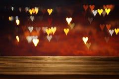 Lege rustieke lijst voor Valentine& x27; s romantische de dag schittert bokeh achtergrond met vele hartenlichten Royalty-vrije Stock Afbeelding