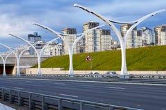 Lege snelweg met wegbarrières in St. Petersburg stock foto's
