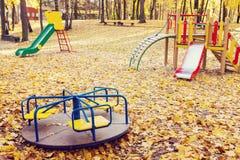 Lege speelplaats bij de herfst Royalty-vrije Stock Afbeeldingen