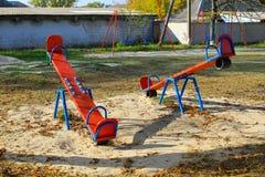 Lege speelplaats in park royalty-vrije stock afbeeldingen