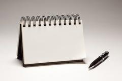 Lege Spiraalvormige Blocnote en Pen Stock Fotografie