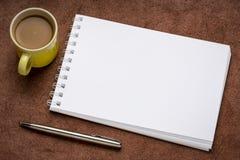 Lege spiraalvormige kunst sketchbook royalty-vrije stock afbeeldingen