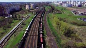 Lege spoorweg in de lente stock videobeelden