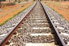 Lege spoorweg door Australisch binnenland centraal Australi? stock afbeeldingen