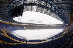 Lege stadion & x22; Metalist& x22; met een snow-covered hoogte stock foto's
