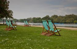 Lege stoelen bij Park Hyde royalty-vrije stock foto's