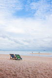Lege stoelen op een strand Royalty-vrije Stock Fotografie