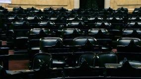 Lege stoelen van een auditorium in een congres stock footage