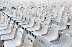 Lege stoelen voor massa. Vatikaan Stock Fotografie