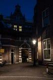Lege straat in Amsterdam bij nacht Royalty-vrije Stock Afbeelding