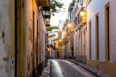 Lege straat in de voorsteden stock fotografie
