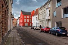Lege Straat in Oude Stad van Brugge België, met Rode Baksteengebouwen een Bewolkte Dag Cityscape van de straten van Brugge Royalty-vrije Stock Foto