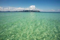 Lege tropische waterachtergrond Royalty-vrije Stock Afbeeldingen