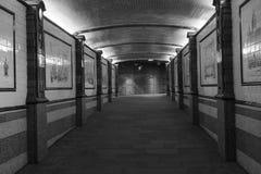 Lege tunnel bij nacht in Londen Stock Foto