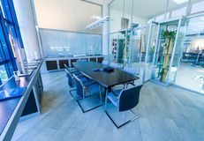 Lege vergaderzaal in een modern bureau Royalty-vrije Stock Fotografie