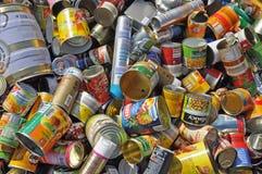 Lege voedselblikken voor recycling Stock Foto