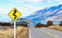 Lege weg en verkeersteken Stock Afbeeldingen